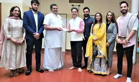 Dr. Mohan Manghnani, Chairman of New Horizon Educational Institutions, presented a cheque of Rs.5 Crores towards the Ram Mandir Trust